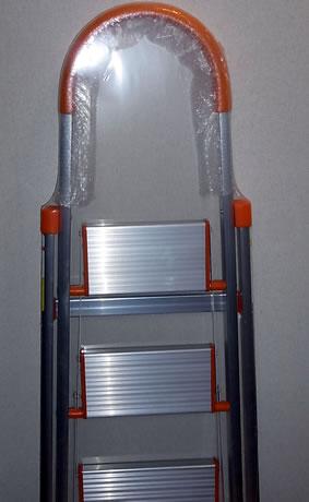 3段の踏み台(ステップラダー、脚立)